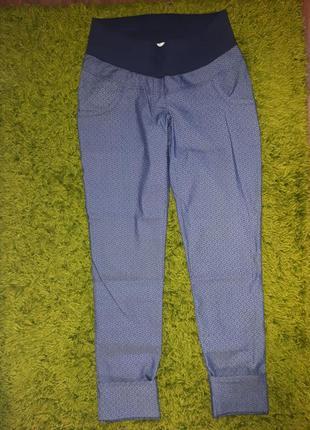 Тонкие джинсы, брюки для беременных