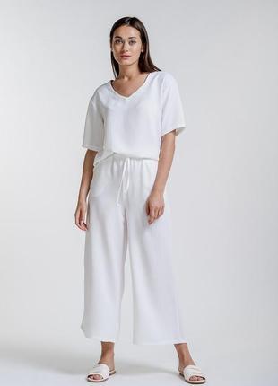 Женский летний костюм с кюлотами молочный