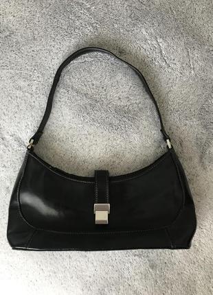 Чёрная винтажная сумка багет на короткой ручке florence fred