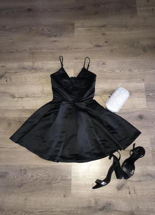 Маленькое чёрное платье от missguided