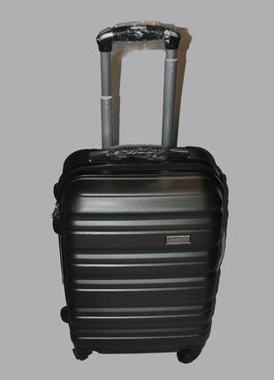 Стильный маленький чемодан perfect line
