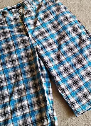 Шикарные мужские шорты, состояние нового