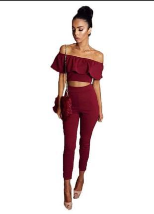 Бордово-червоний костюм