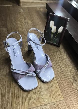 Модные босоножки стильные квадратный носок