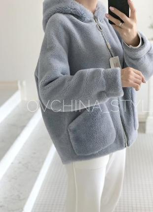 Меховая куртка натуральный стриженный мех карманы капюшон нежно-голубая