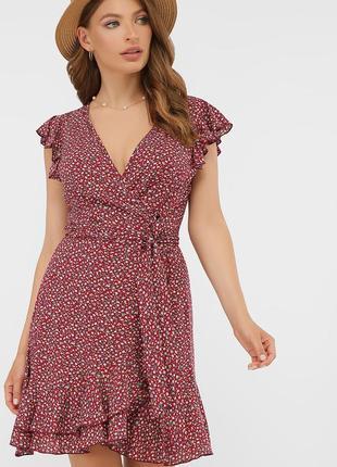 Летнее бордовое платье с цветочным принтом