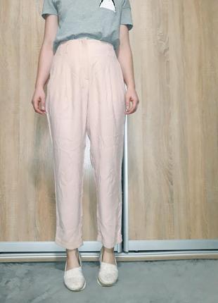 Летние лёгкие брюки из вискозы прямого кроя на высокой посадке нежно розового цвета
