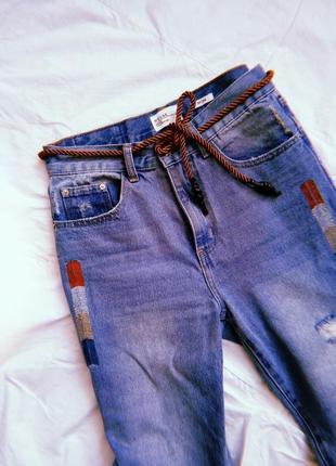 Актуальні джинси мом на високій посадці р.м