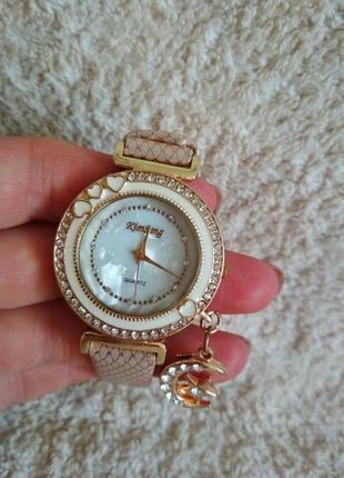 Часы годинник наручные женские  камушки