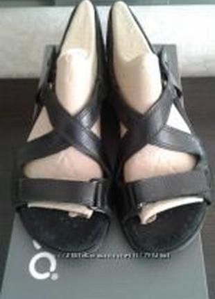 Босоніжки сандалі