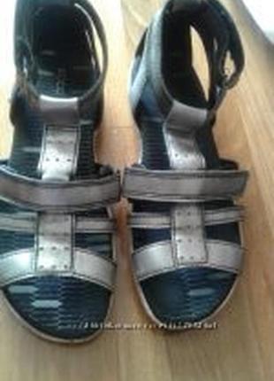 Босоножки сандалі