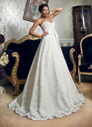 Гипюровое свадебное платье цвета айвори