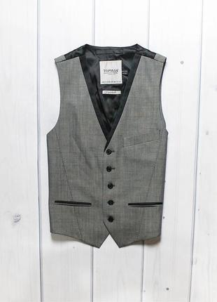 Приталенная жилетка от бренда topman.