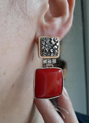 Серебряные серьги с красным кораллом квадратной формы
