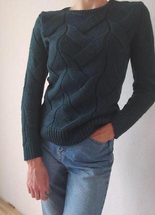 Стильний жіночий светр.