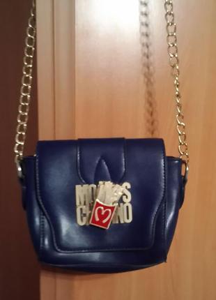 Модная маленькая сумочка moschino