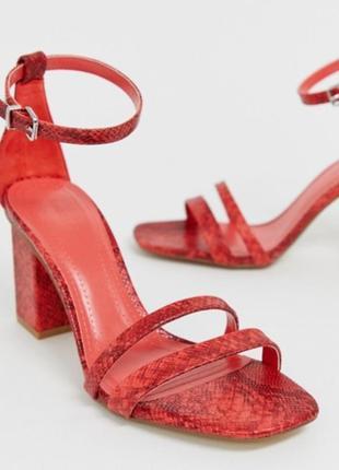 Красные босоножки bershka