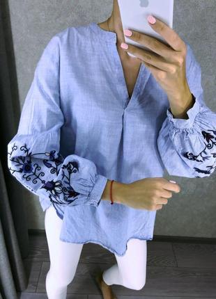 Нежно голубая рубашка с вышивкой размер м блузка вышиванка