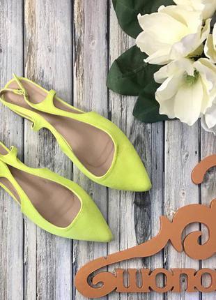 Яркие туфли с острым носком, открытой пяткой и миниатюрным каблуком      sh1280  asos