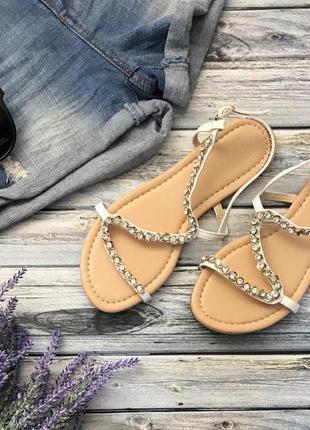 Необыкновенно красивые сандалии с оригинальным верхом и стразами    sh1282  asos
