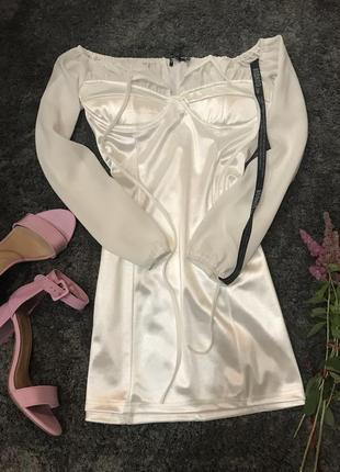 Атласное белое платье