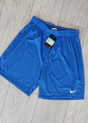 Спортивні шорти nike синього кольору розмір m