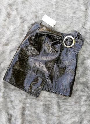 Новая юбка из винила с пряжкой mango3 фото