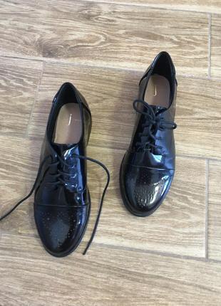 Новые кожаные лаковые оксфорды, не ношены от jasper conran