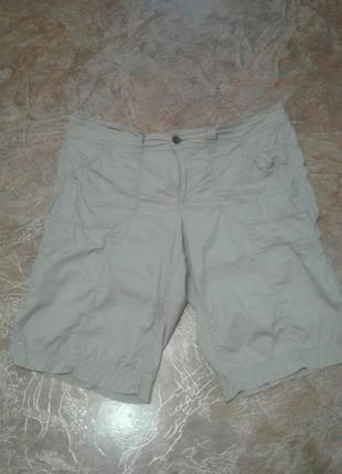 Стрейчевые бежевые шорты батального размера.