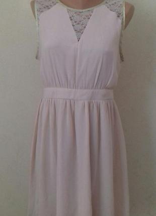 Нежное пудровое платье с кружевом dorothy perkins