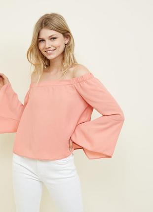 New look. блуза со спущенными плечами с рукавами клеш. на наш размер 42