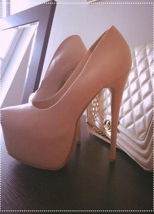 Туфлі бежеві