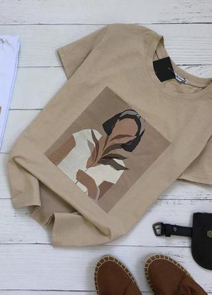 Бежевая хлопковая футболка с принтом