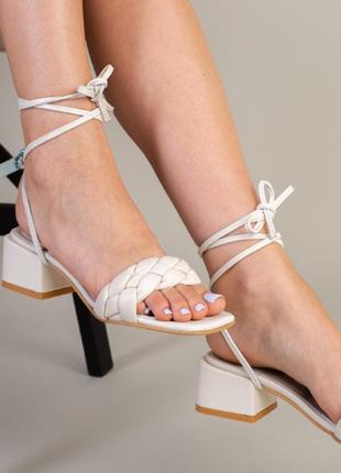Кожаные молочные босоножки -трансформеры на шнуровке
