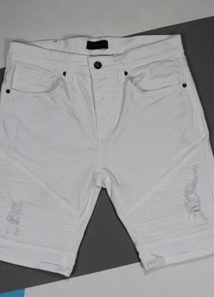 Классные джинсовые шорты с потертостями / рваностямит от zara man