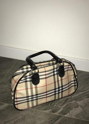 Клетчатая сумка в стиле burberry