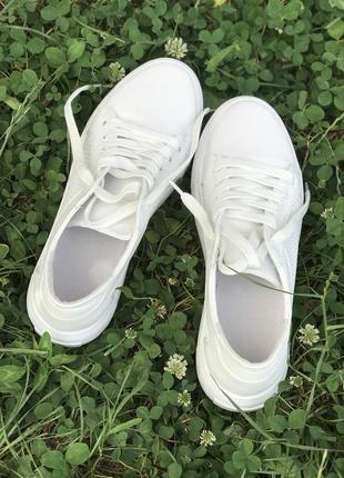 Белые базовые кеды из натуральной кожи