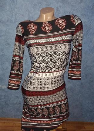 Красивое платье по фигуре миди 3/4рукав в необычный принт