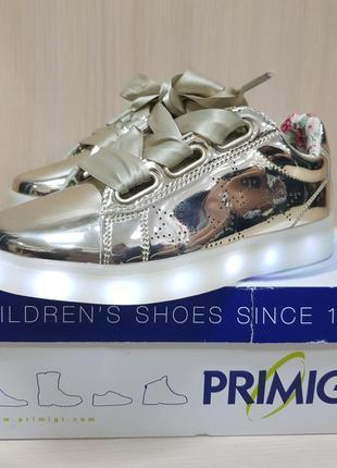 Яркие кроссовки со светящийся подошвой primigi