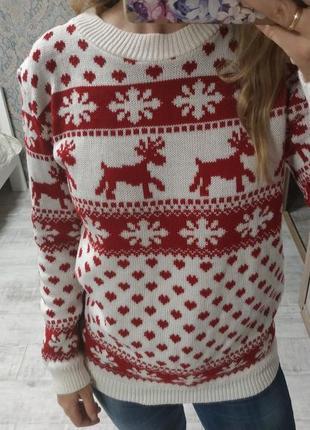 Стильный тёплый приятный свитер