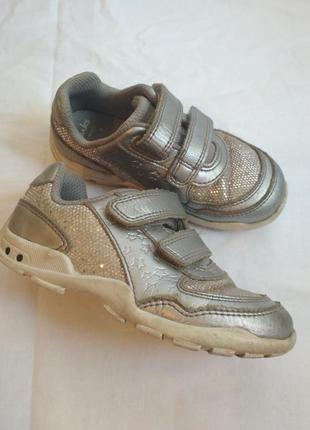 Серебристые кроссовки clarks