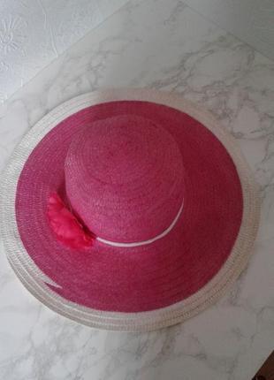 Широкополая шляпа панама
