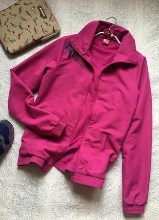 Лёгкая куртка-ветровка сочного цвета фуксия /puma/ размер xs-s