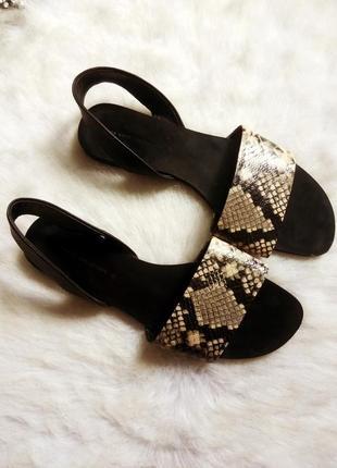 Черные кожаные шлепки босоножки с ремешками змеиным принтом рептилии сандалии зара