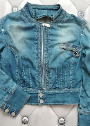 Укороченый джинсовый жакет на змейке / пиджак
