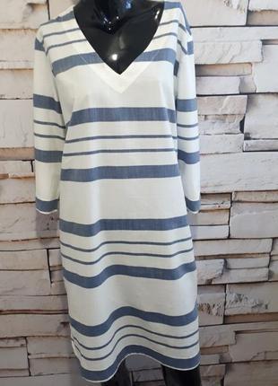 Котоновое платье прямого кроя в полоску.