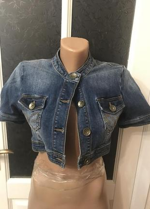 Джинсовый укорочённый пиджак