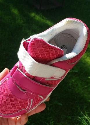 Легенькі та дихаючі кросівки3 фото