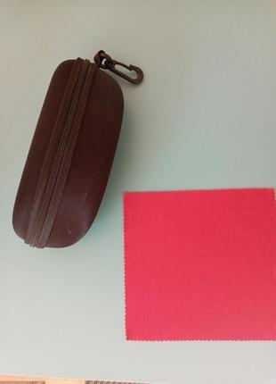 Жёсткий чехол для очков унисекс с карабином