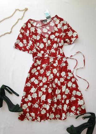Hовое бордовое платье в цветы, с пояском atm, спереди на пуговицах
